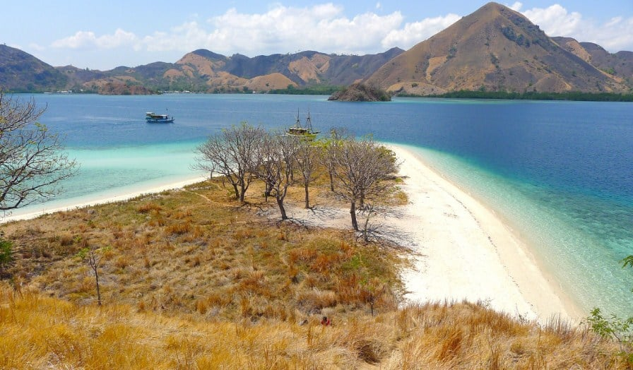 Paket Wisata Tour Labuan Bajo 2 Hari 1 Malam Maret