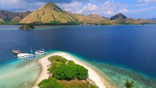 Romantic Pulau Kelor Labuan Bajo, Romantisme Sepi di Penghujung Senja