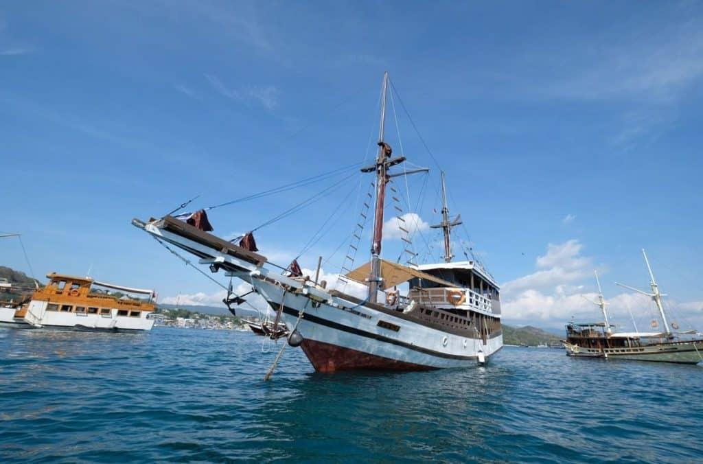 Sewa Kapal Derya Phinisi Liveaboard