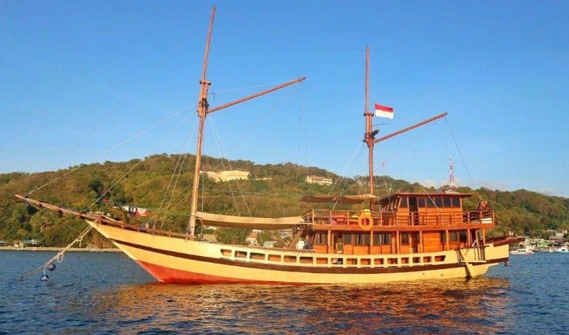 Sewa Kapal Floresta Private Phinisi Boat Labuan Bajo