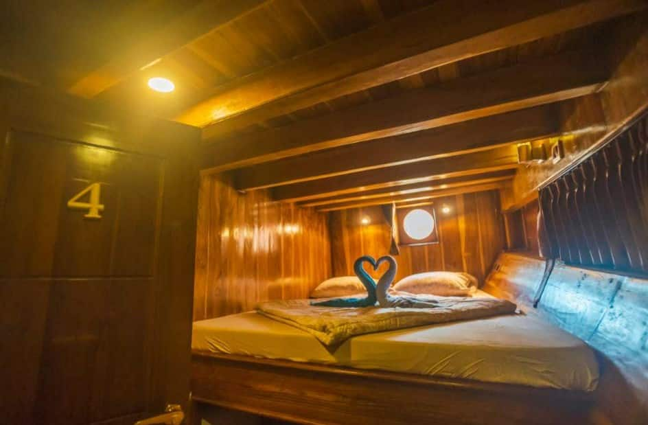 Cabin Kapal Alfathran Phinisi Labuan Bajo