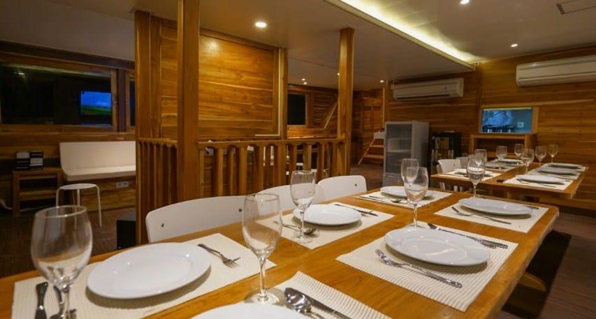 Dining Room Cordelia Phinisi