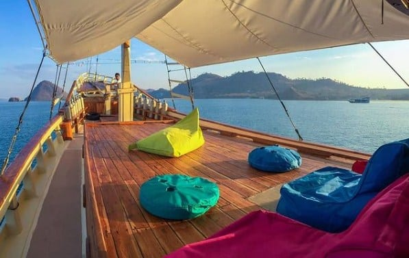 Guest Area Kapal Phinisi Lalunia Liveaboard Komodo Labuan Bajo