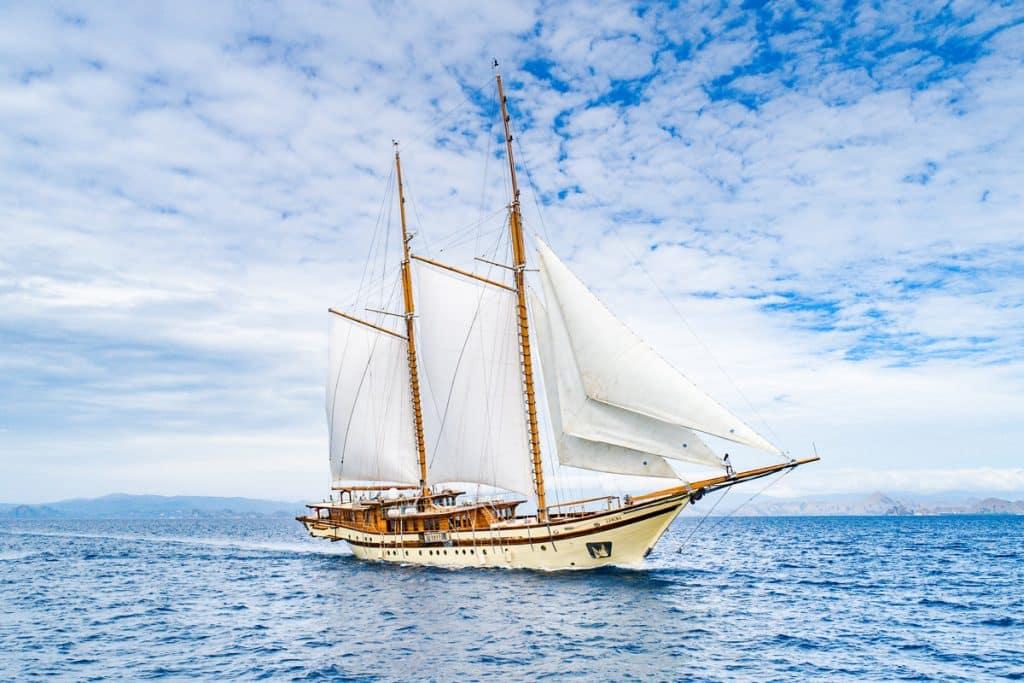Kapal LAMIMA Luxury Sailing Yacht Labuan Bajo