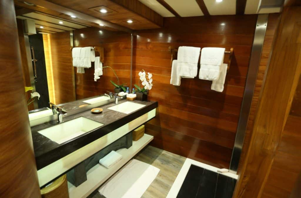 Master Bathroom Lamima Yacht