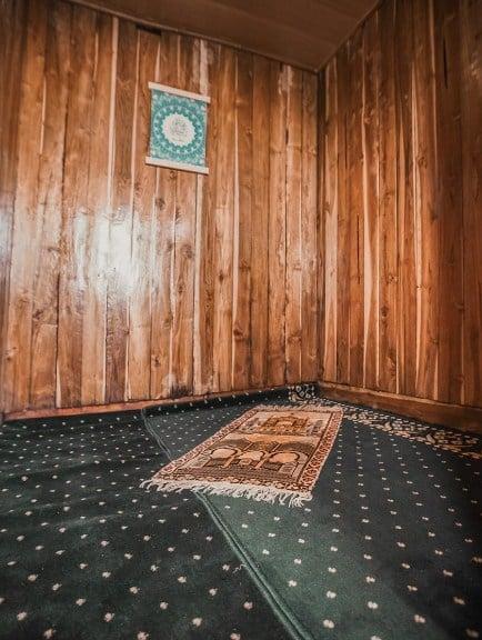 Pray Room Kapal Zada Liveaboard Labuan Bajo