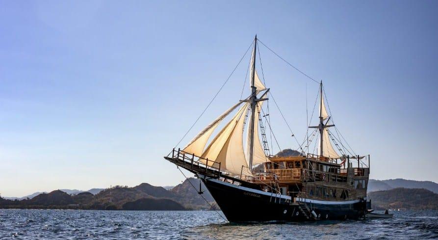 Sewa Kapal Cordelia Phinisi Labuan Bajo, Phinisi dengan Fasilitas Resor Premium di Lautan