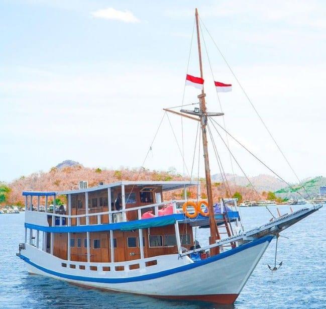 Sewa Kapal La Dyana Liveaboard Labuan Bajo
