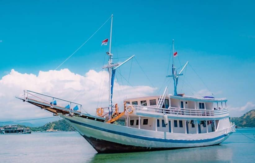 Sewa Kapal La Nissa Liveaboard Labuan Bajo