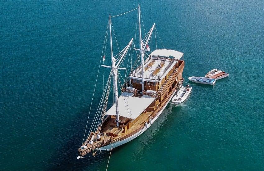 Sewa Kapal Helena Phinisi Labuan Bajo
