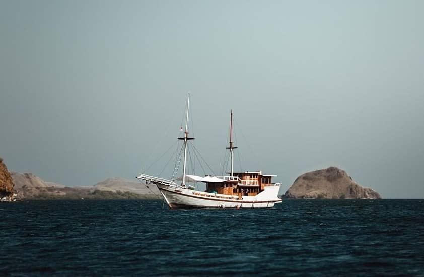 Sewa Kapal Phinisi Lalunia Liveaboard Komodo