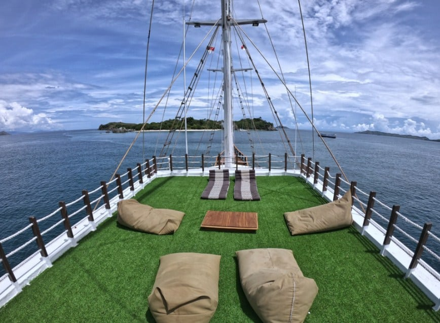 Sun Deck Kapal Helena Phinisi Labuan Bajo