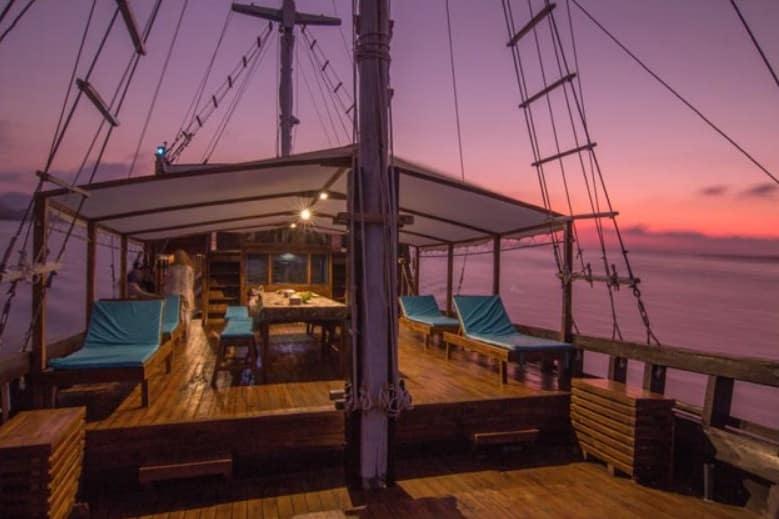 Sun Deck Kapal Maipa Deapati Phinisi Labuan Bajo