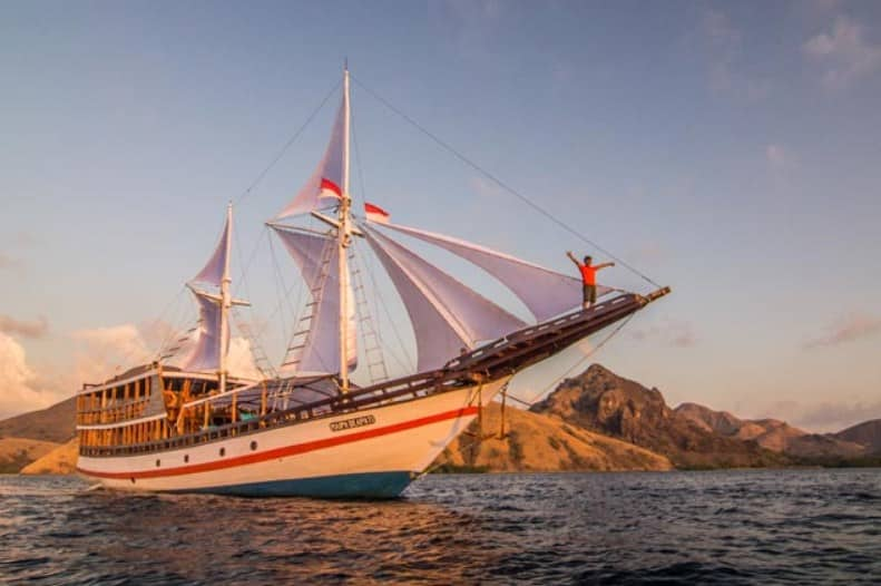 Tentang Kapal Maipa Deapati Phinisi Liveaboard