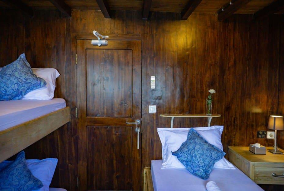 Upper Deck Cabin Kapal Cajoma V Phinisi Labuan Bajo