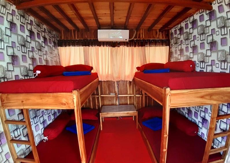 Cabin Sewa Kapal KLM Arfisyana Indah Phinisi Labuan Bajo