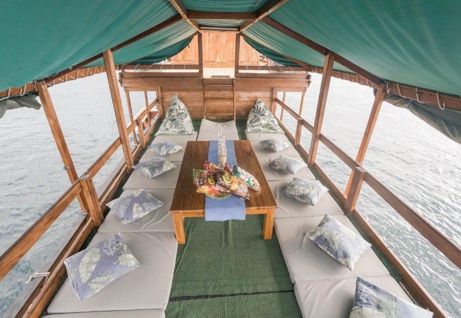 Guest Area Kapal Diantara Liveboard Komodo Labuan Bajo