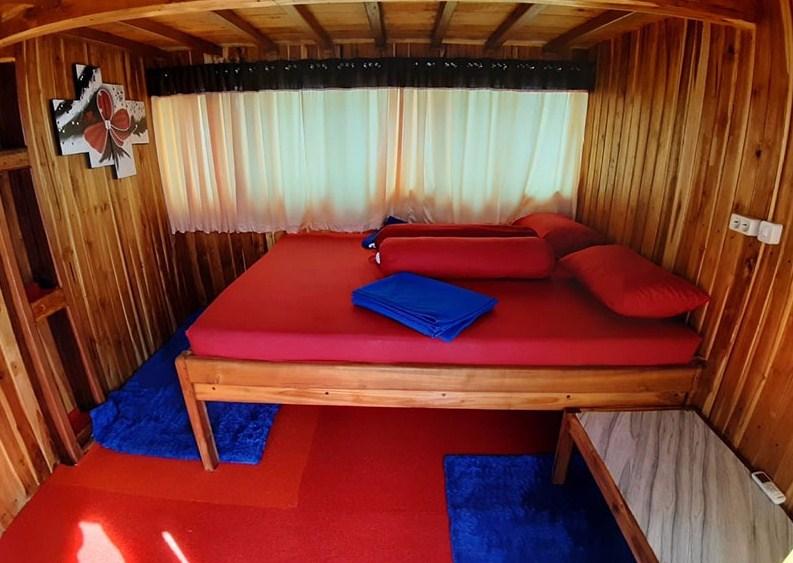 Kabin Kapal KLM Arfisyana Indah Phinisi Labuan Bajo