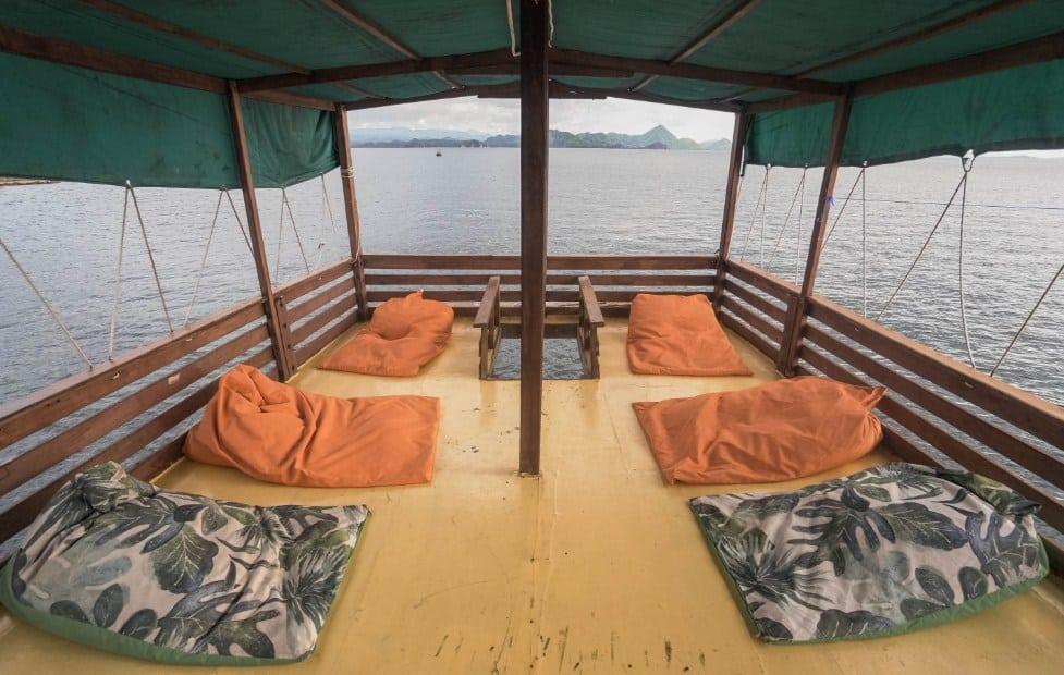 Kapal Diantara Liveboard Komodo Labuan Bajo