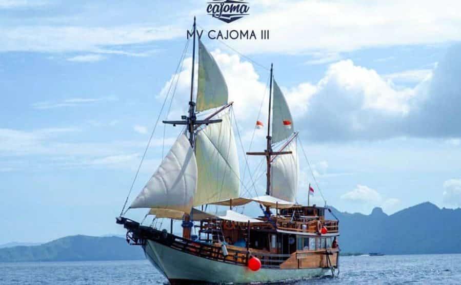Sewa Kapal Cajoma III Phinisi Labuan Bajo, Liveaboard Manis dengan Phinisi Legendaris