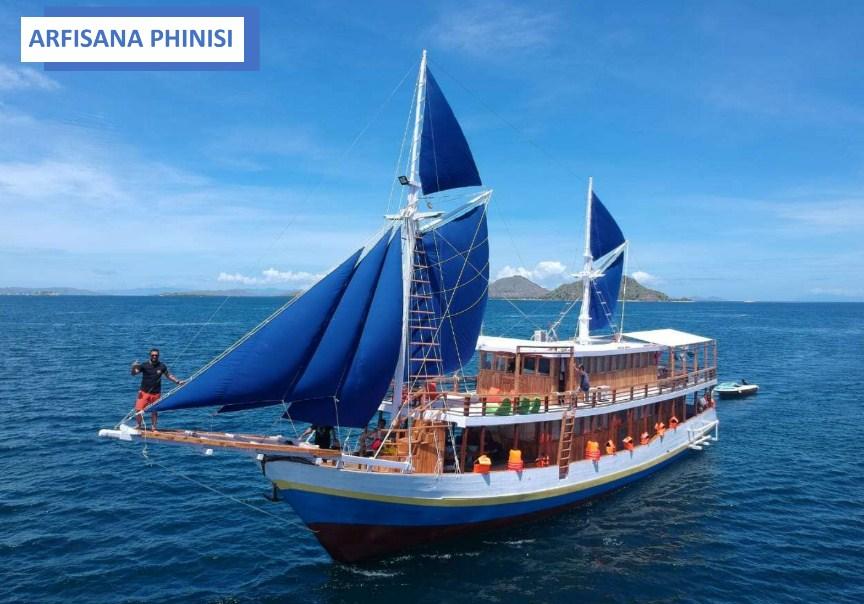Sewa Kapal KLM Arfisyana Indah Phinisi Labuan Bajo, Liveaboard Cantik dengan Kapal Tradisional Klasik