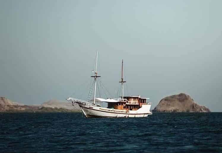 Lalunia Phinisi, The Boat