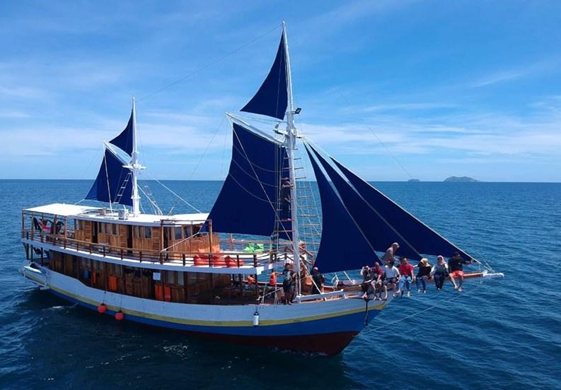 Tentang Kapal KLM Arfisyana Indah Phinisi Labuan Bajo