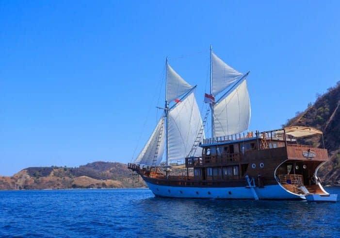 Tentang Kapal Helena Phinisi Labuan Bajo